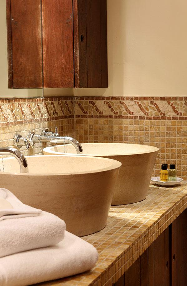 Elizabethan suite bathroom wash hand basins