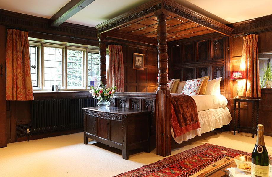 Elizabethan suite bed and windows